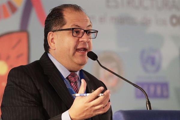 Latinoamericanas ante pandemia: no trabajar o dejar sin cuidados a sus hijos