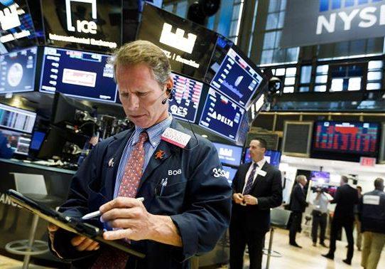 """El Dow Jones cerró con récord tras el """"sí"""" del Senado al plan de infraestructuras"""