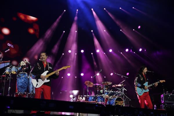 El amor eterno de Los Bukis regresa, con un concierto triunfal en Los Ángeles