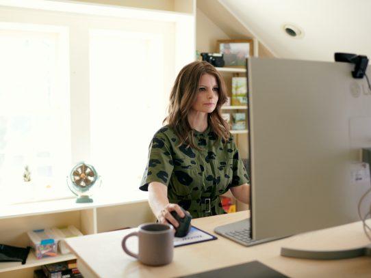 En la oficina híbrida, ¿se quedarán atrás los trabajadores a distancia?
