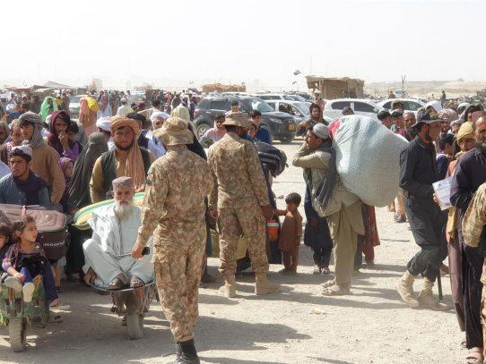 ACNUR pide a Pakistán que abra sus fronteras a los afganos en peligro