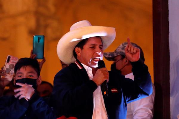 Gabinete de Castillo sobrevive al conseguir voto de confianza en Congreso de Perú