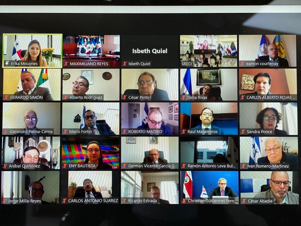 Canciller Moynes participó en conversatorio regional migratorio
