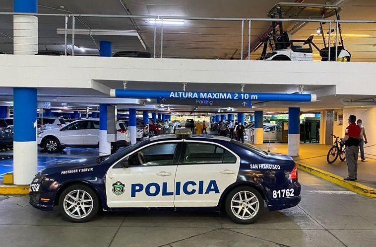 Asesinan a un hombre en estacionamientos de centro comercial en Paitilla
