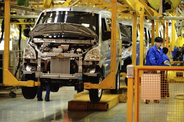 La manufactura china crece a un ritmo más bajo desde mayo de 2020, según Caixin