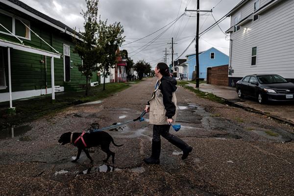 Los gobernadores de Luisiana y Misisipi alertan del peligroso huracán Ida