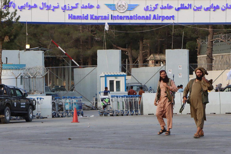 """La embajada de EE.UU. en Kabul avisó de """"amenazas creíbles"""" en el aeropuerto"""