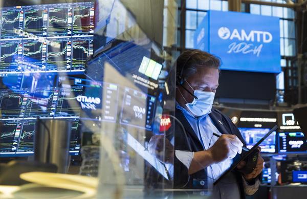 Wall Street cerró con nuevos máximos históricos en S&P 500 y Nasdaq