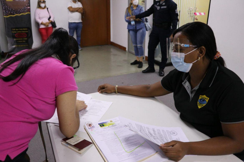 Migración Panamá extendió horario para la atención del público