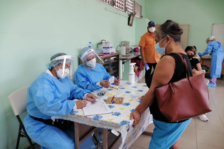 Aplicarán segundas dosis de AstraZeneca en Herrera