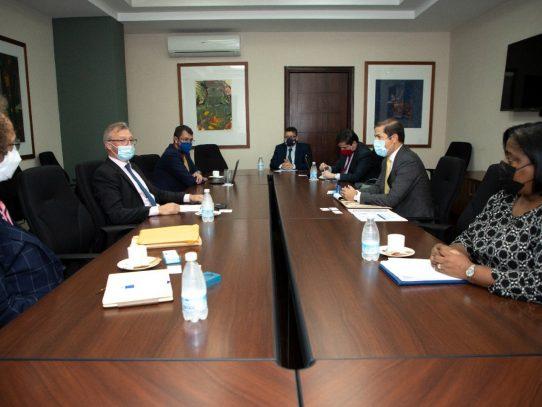 Panamá busca atraer más inversión europea