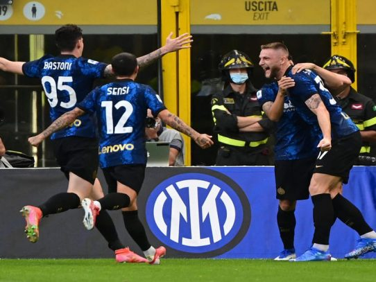 Inter de Milán comienza la defensa del 'Scudetto' goleando al Génova