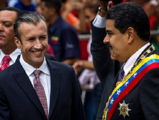 Pesca a vela y taxis a pedal en región petrolera de Venezuela seca de gasolina