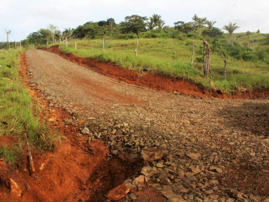 Programa 'Horas Máquinas' impacta caminos de producción en La Chorrera
