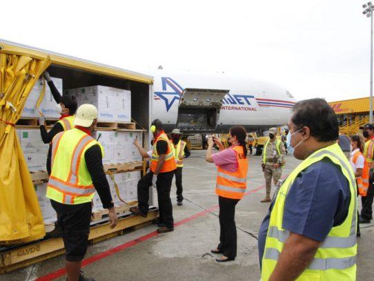 Trigésimo lote de vacunas de Pfizer llega a Panamá
