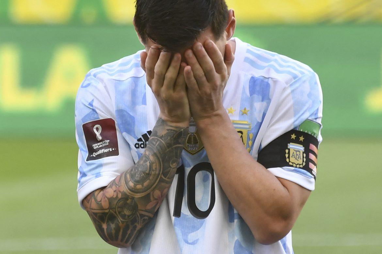 Brasil-Argentina, el clásico del fútbol, suspendido por un show fuera del campo