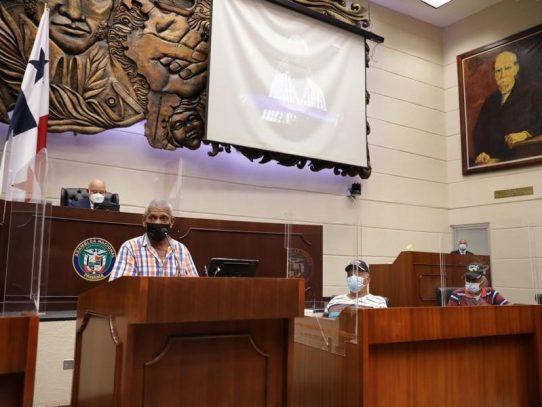 Jubilados demandan en la asamblea dineros adeudados del décimo tercer mes de los años 70 y 80