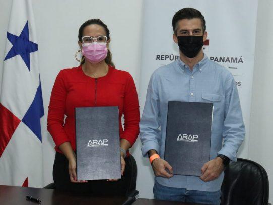 ARAP y Panasea Global, S.A., suscriben acuerdo técnico para el cultivo de pepino de mar