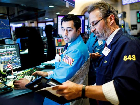 Wall Street abrió en rojo y el Dow Jones bajó 0,04 % pendiente de Evergrande