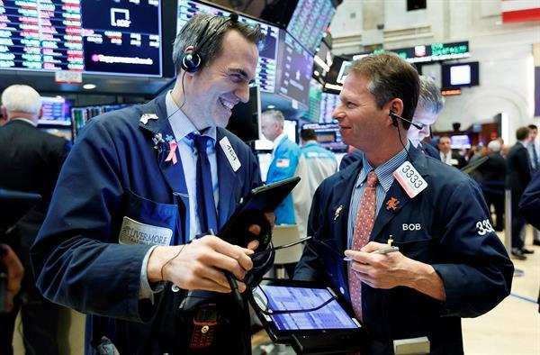 Wall Street cerró por cuarto día en rojo y el Dow Jones retrocede un 0,43 %