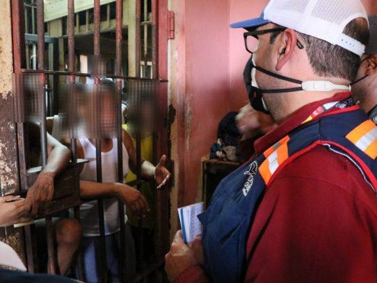 Defensor realiza recorrido por la cárcel La Joya