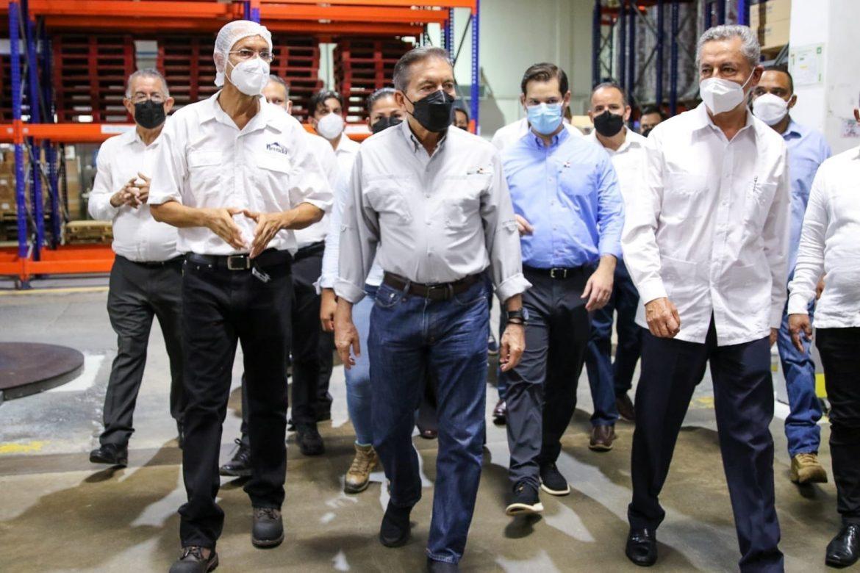 En presencia de Cortizo, empresa anuncia cambios en producción de leche grado C a grado A