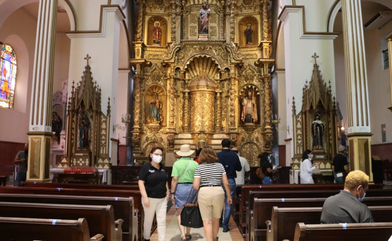 Ministro Sucre informó sobre aumento de aforos en las iglesias