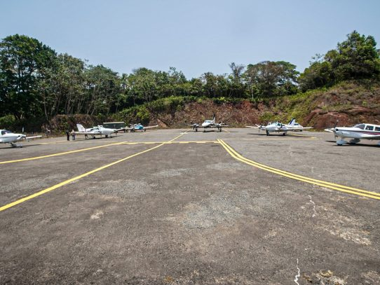 Aeronave se sale de la pista de aterrizaje y se incendia en la Isla Pedro González