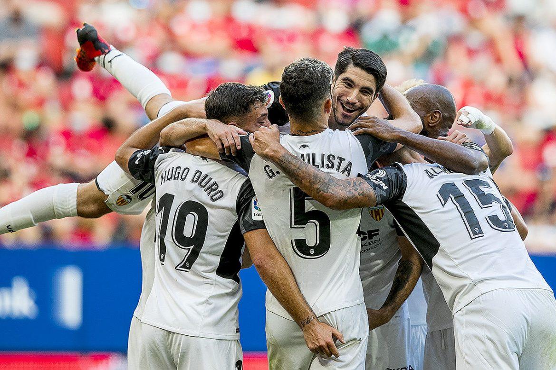 El Valencia se pone líder liguero tras ganar 4-1 al Osasuna