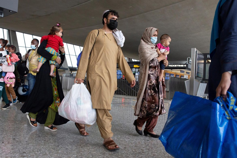 EE.UU. estudia qué hacer con los afganos que se colaron en sus vuelos de evacuación
