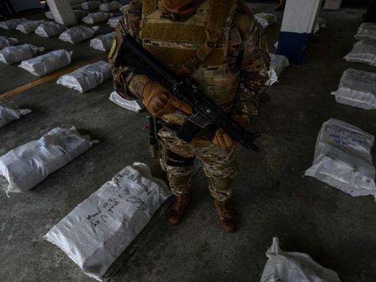 Dos nicaragüenses detenidos en decomiso de 1,221 paquetes de droga en Panamá