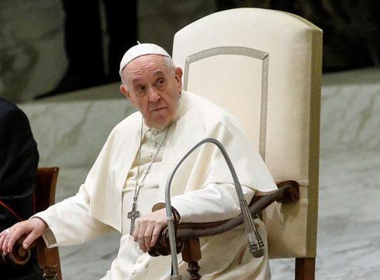 """El papa reivindica la """"integración"""" en visita a barrio de gitanos en Eslovaquia"""