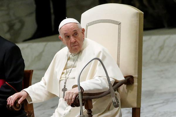 El papa lamenta que la pandemia haya sembrado desolación y tensión