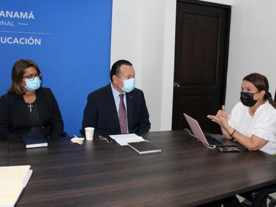 Proponen incluir la educación financiera en la malla educativa panameña