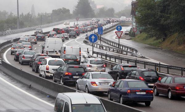 Al menos 13 muertos en Argelia en un espectacular accidente de tráfico