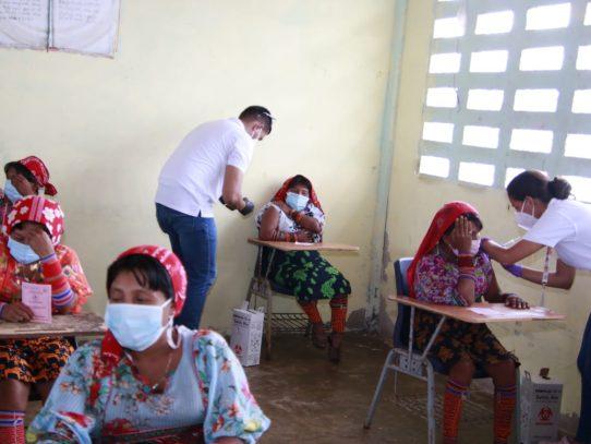 Inicia vacunación por barrido en 15 comunidades de la Comarca Guna Yala