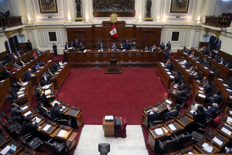 Advierten que el Congreso intenta facilitar la destitución presidencial en Perú