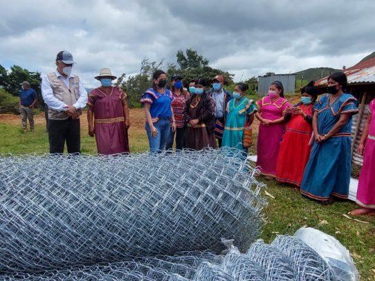 Ministra del MIDES entregó insumos para la producción avícola a mujeres de la comarca Ngäbe Buglé