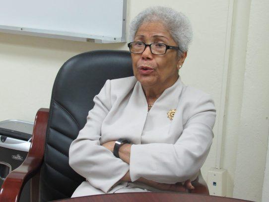 Dra. Alma Montenegro de Fletcher recibió distinción de Procuraduría de la Administración