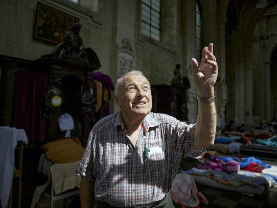 Él considera que los migrantes son como 'esclavos modernos' y ha dedicado su vida a ayudarlos