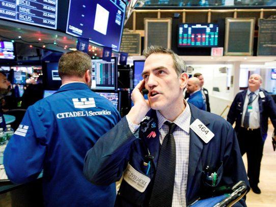 Wall Street cerró en rojo y el Dow Jones bajó 0,94 % lastrado por tecnología