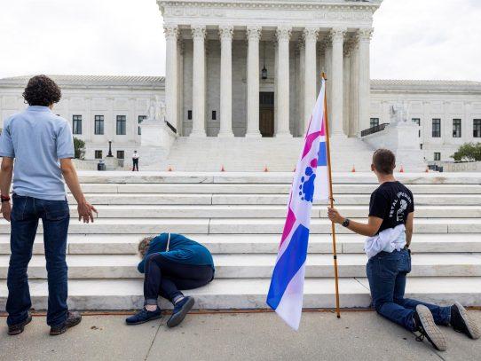 Un juez federal bloqueó la estricta ley antiaborto de Texas