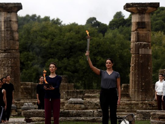 La llama olímpica se encenderá mañana sin público