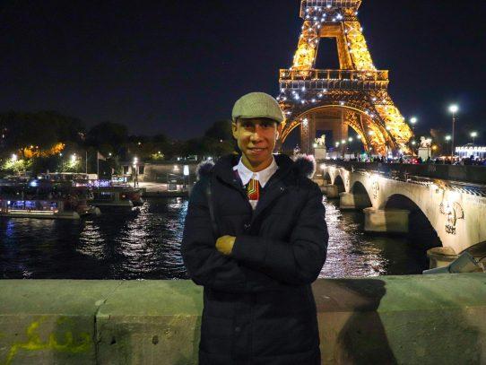 Panameño se luce en el V Encuentro de Literatura Hispanoamericana en París