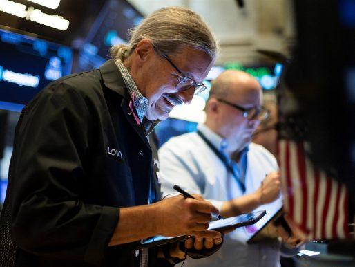 Wall Street cerró mixto, pero el Dow Jones y el S&P 500 se acercaron al récord