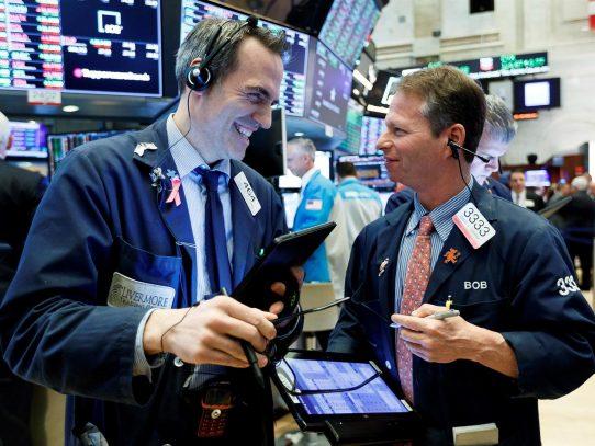 La inflación y dudas sobre política monetaria de la Fed asustan a Wall Street