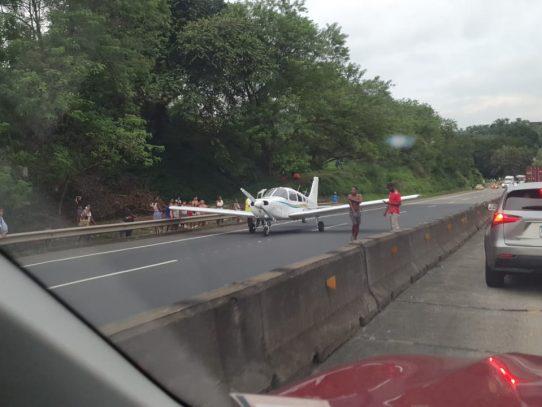 Aterrizaje de urgencia realizó hoy avioneta en el Corredor Norte