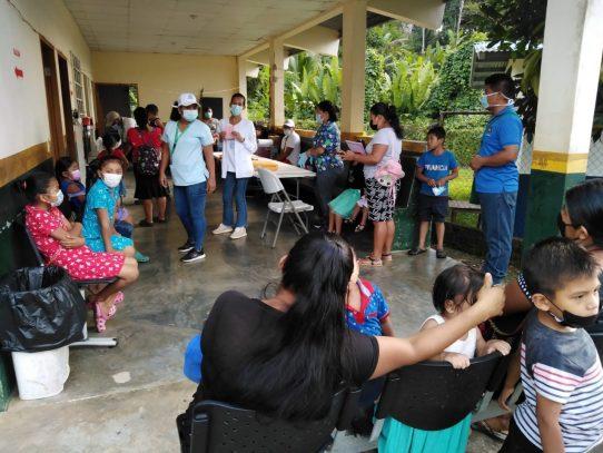 Personal de salud interviene Charco La Pava y comunidades aledañas por brote de leishmaniasis