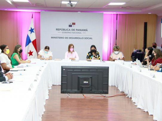 Conama y Primera Dama reforzarán programas de prevención de embarazos en adolescentes