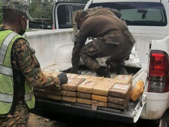 Pareja cae con doble fondo que contenía 77 paquetes de presunta droga en Darién